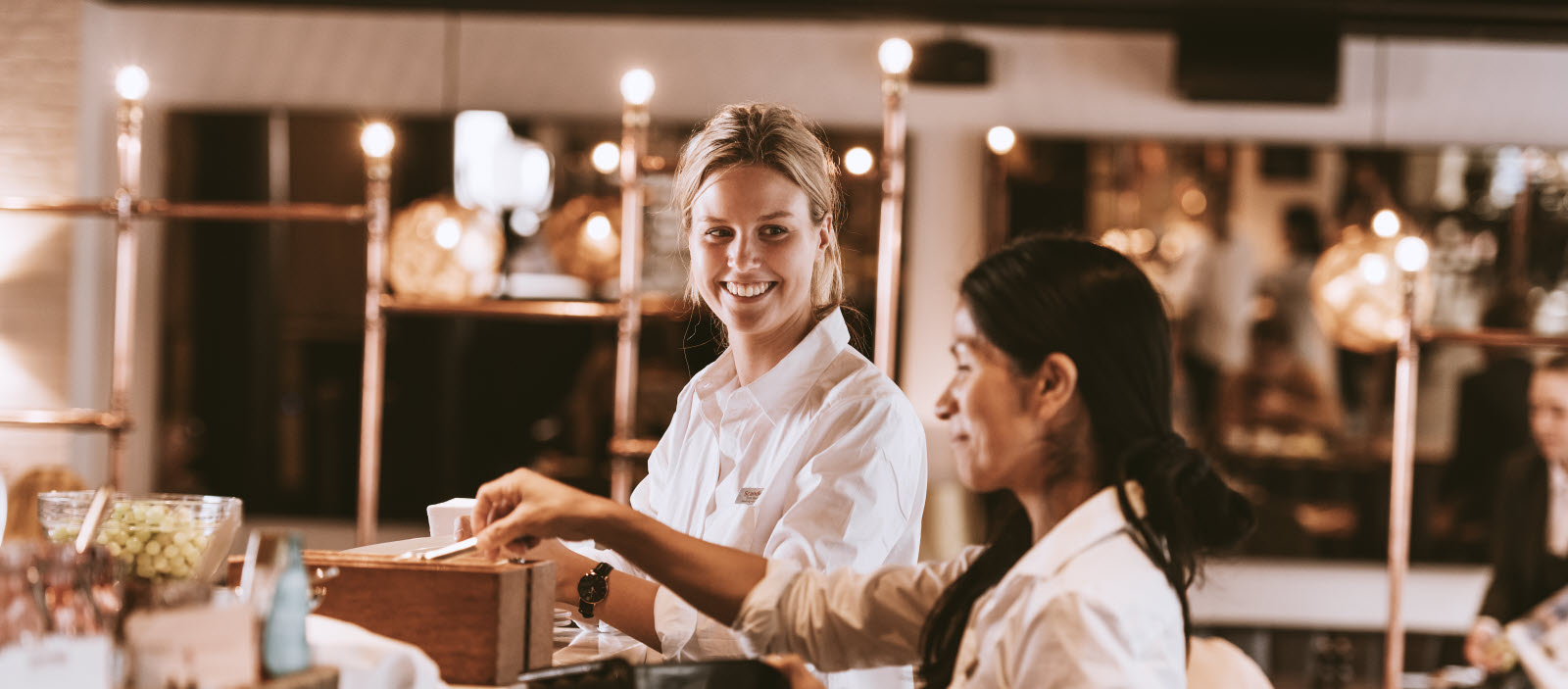 waitress-serving-food-GC_0171.jpg