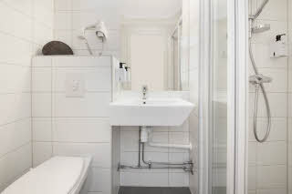 Scandic_City__Fredrikstad__standard__room__bath__b.jpg