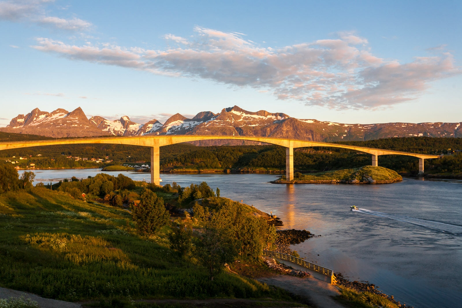shutterstock_229393873-ny_Saltstraumen_Bridge_on_.jpg