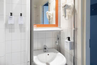 Standard single bathroom
