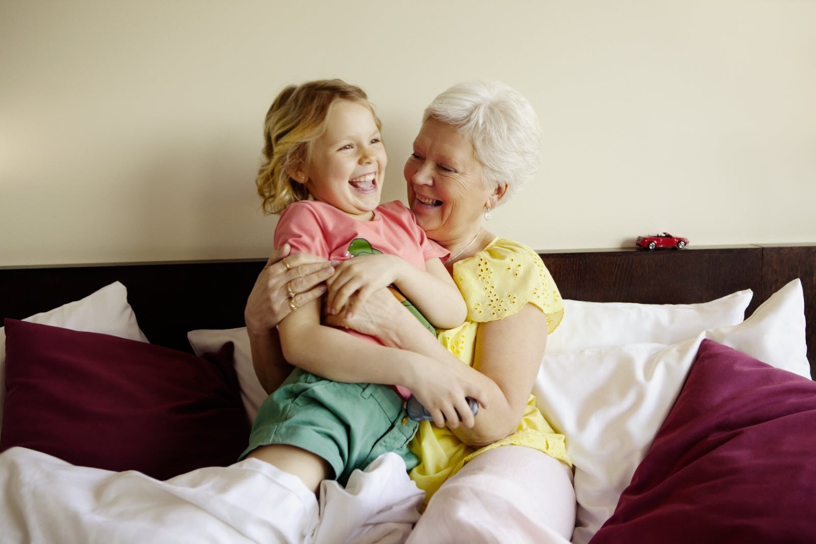 ccc-people-family-grandmother-children-kids-bed-pl.jpg
