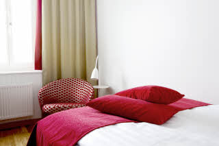 Sjofartshotellet, room, pillows, standard plus, red