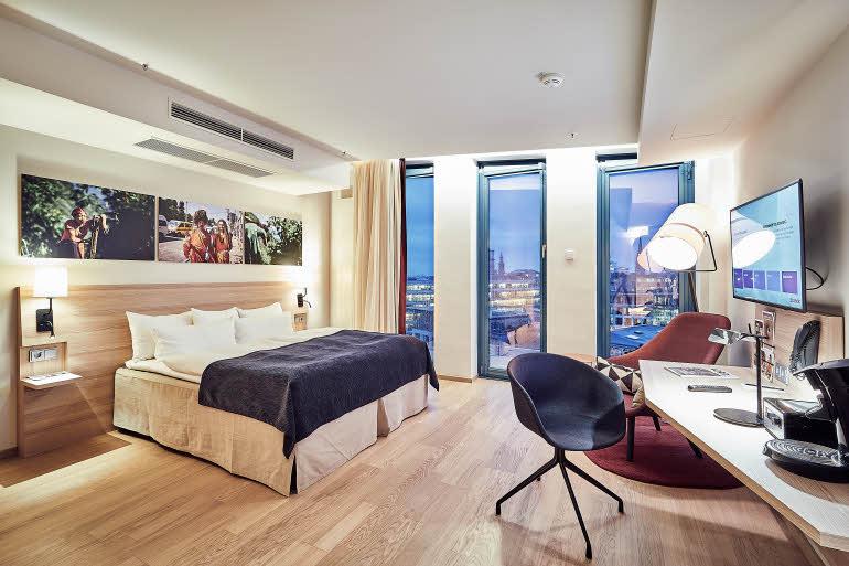 Scandic_Hamburg_Emporio_room_superior_plus_art_roo.jpg