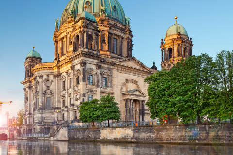 8900202-berlin-cathedral.jpg