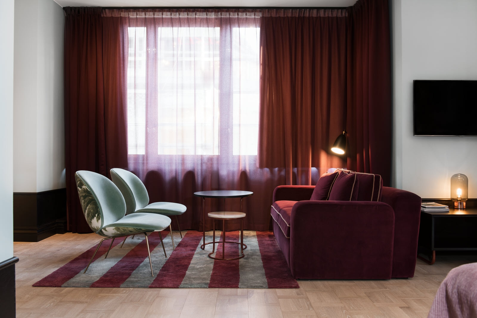 In the living room area in your junior suite you´ll find a sofa and chairs for relaxing.