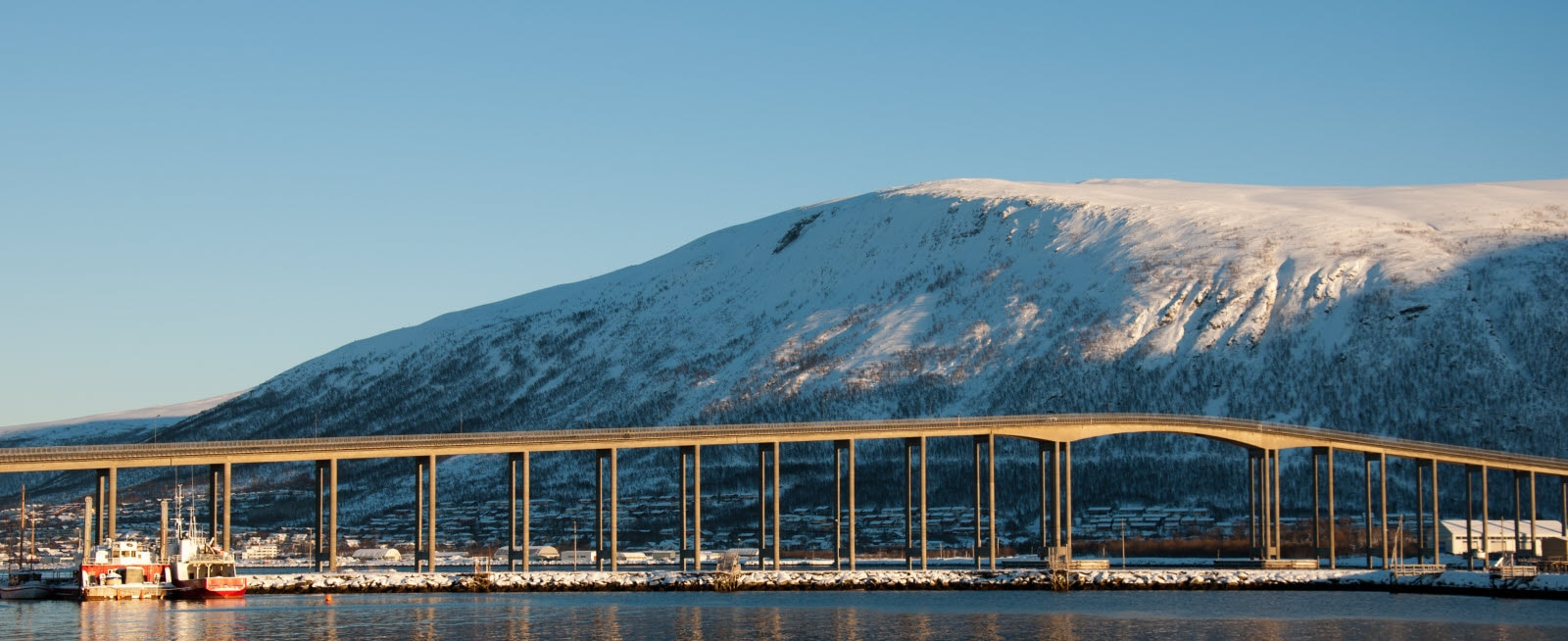 3517093-tromso-bridge_by_Nataliia_Anisimova.jpg