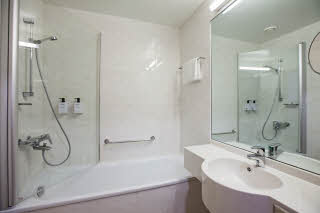 Standard room, bathroom